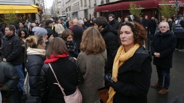 تجمع لعدد من المشاركين في ذكرى إحياء الهجمات