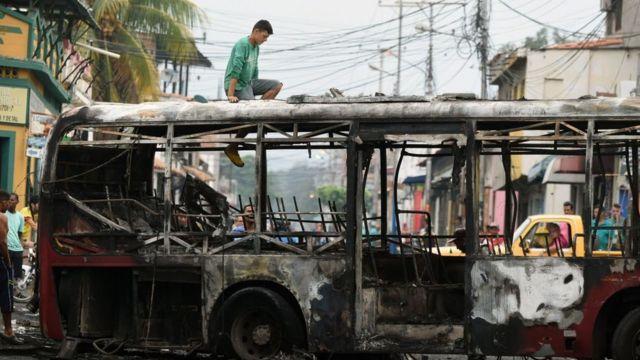 Autobús quemado