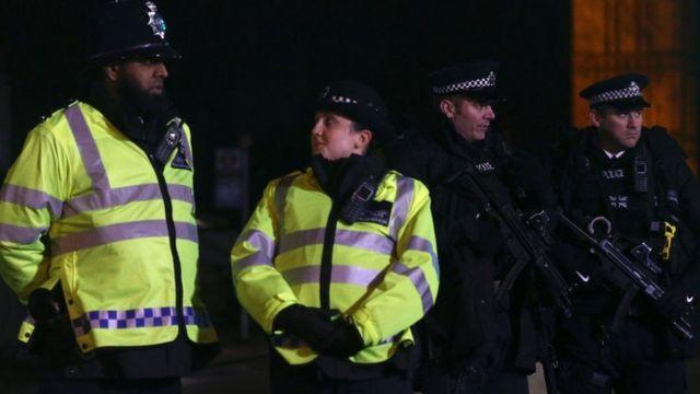 نشرت بريطانيا أفراد أمن إضافيين واتخذت إجراءات أمنية مشددة لتأمين التجمعات المخصصة للاحتفال بالسنة الجديدة