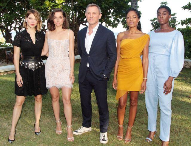Lea Seydoux, Ana de Armas, Daniel Craig, Naomie Harris y Lashana Lynch en el lanzamiento de la próxima cinta de James Bond.