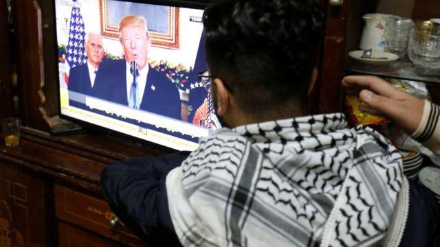 Trump'ın açıklamasını izleyen Filistinliler