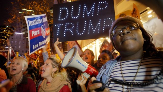 """Demonstrators during a protest against Republican presidential candidate Donald Trump's hosting """"Saturday Night Live"""" in New York (7 Nov. 2015)"""