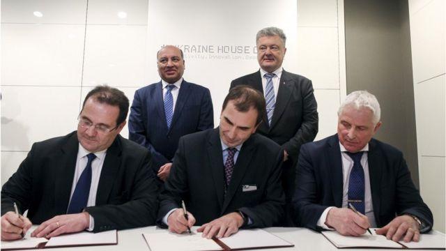 У Давосі було підписано інвестиційну угоду, що, як сподівається президент Порошенко, відновить інтерес інвесторів до України