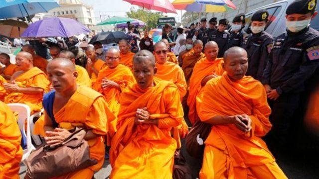 ထိုင်းဘုန်းကြီးကျောင်းကို ဝင်ရောက်စီးနင်းစဉ်