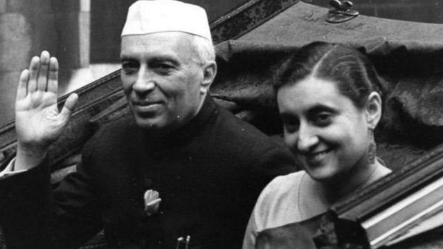 જવાહરલાલ નેહરુ અને ઇંદિરા ગાંધીનો ફોટોગ્રાફ