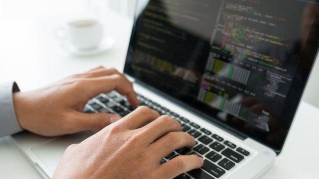 كيف تحد مواقع البحث على الإنترنت من خياراتنا