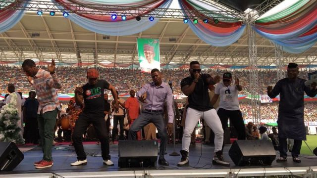 Entertainers give pipo music to dance to
