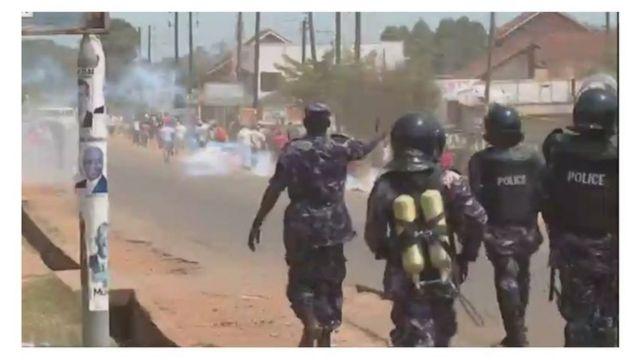La police ougandaise disperse des manifestants