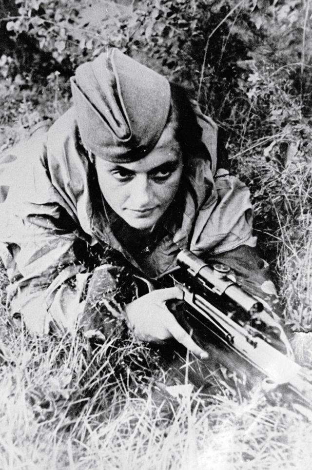 Liudmila Pavlichenko defiende Sebastopol frente a los nazis el 6 de junio de 1942.