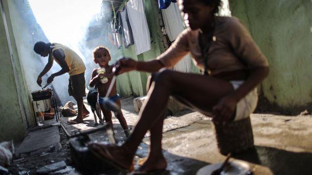Moradores do complexo de favelas da Maré