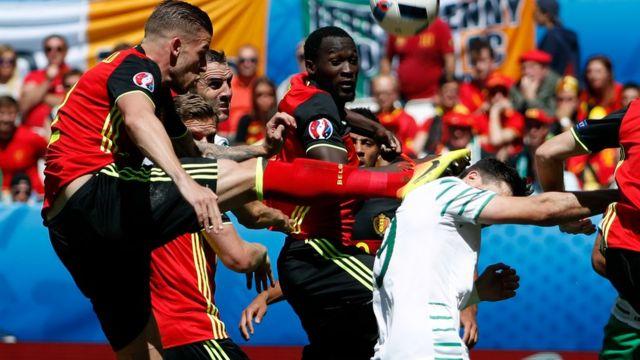 La jugada polémica del partido cuando empataba 0-0. ¿Fue penalti de Alderweireld sobre Long?