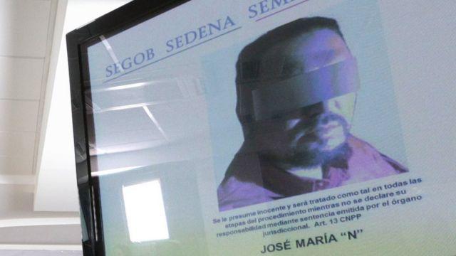 Una foto de José María Guízar Valencia en una pantalla
