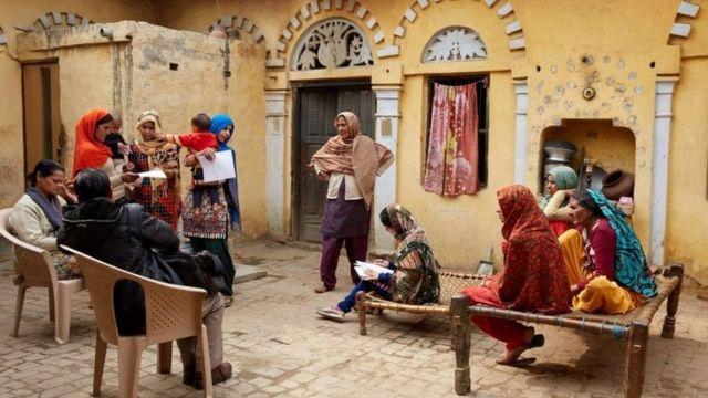 การเปลี่ยนแปลงเมื่อ Action India องค์กรเพื่อการกุศลที่ทำงานในประเด็นเรื่องสุขภาพในการสืบพันธุ์ของผู้หญิง เข้าไปตั้งโรงงานผลิตผ้าอนามัยใน คัตติเกรา