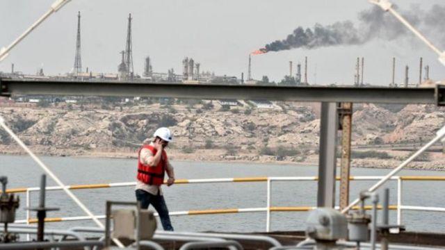 تحریمهای نفتی آمریکا علیه ایران از آبان ماه سال پیش به اجرا درآمد و مقامهای آمریکایی بارها گفتهاند قصد دارند صادرات نفت ایران را به صفر برسانند