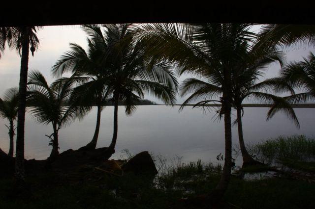La laguna Los Portillos vista desde el puesto de frontera de Costa Rica, en el Caribe.
