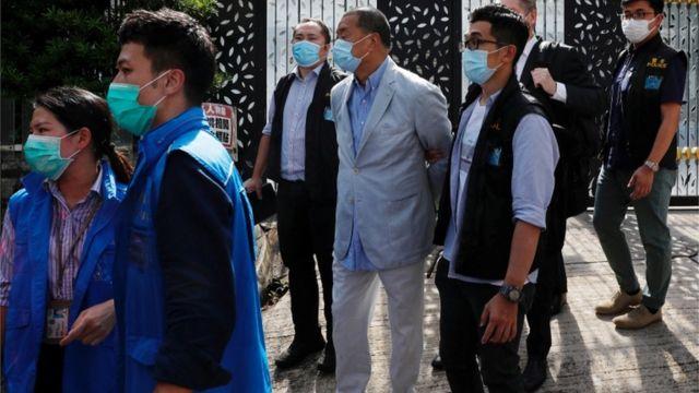 Jimmy Lai al momento de ser detenido.