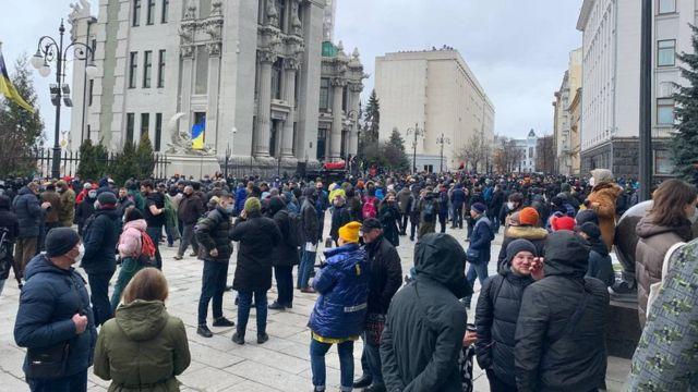 Акція за Стерненка: у центр Києва сходяться сотні людей