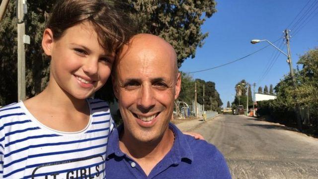 نوگا و پدرش اقدام بریتانیا را امیدی بزرگ برای صهیونیستهای آن زمان میدانند.