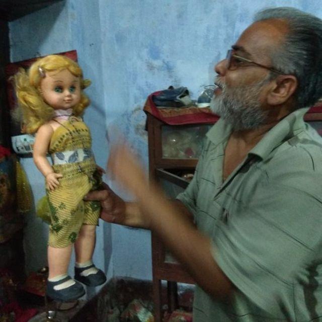 नवरुणा की गुड़िया के साथ उनके पिता