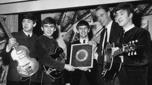 ビートルズとジョージ・マーティン。1963年4月。