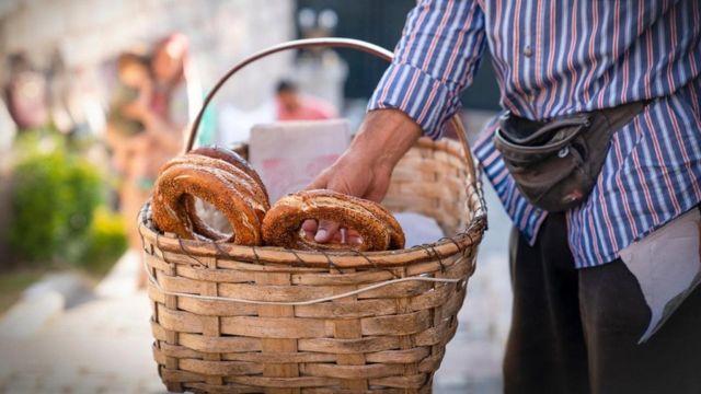 يحظى توزيع الخبز على المحتاجين بأهمية خاصة في تركيا