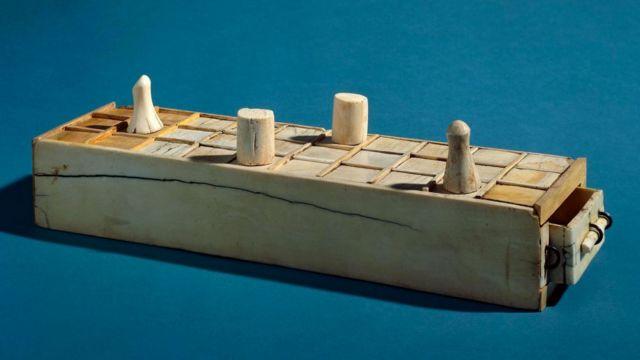 Caixa de jogos egípcia