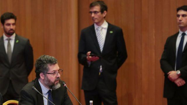 Ernesto Araújo em Doha, no Catar, durante o tour presidencial pela Ásia