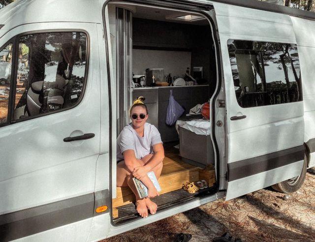 Meg en su furgoneta