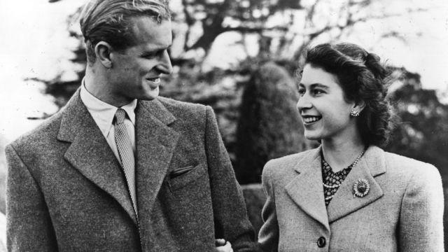 Елизавета II и принц Филипп: история любви длиною в жизнь - BBC News  Русская служба