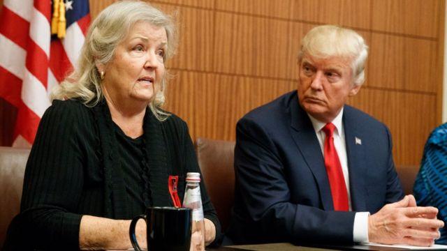 Juanita Broaddrick junto a Donald Trump.