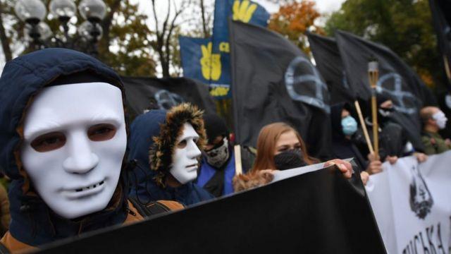Сторонники украинских ультраправых партий на марше, 2017 год