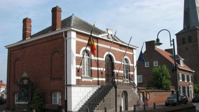 بلدة بارل ناسو الهولندية التي تضم نحو 30 جيبا بلجيكيا