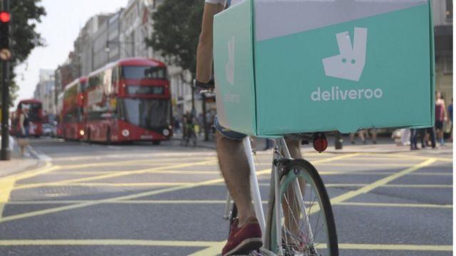 entregador da Deliveroo de bike no centro de Londres em 2016