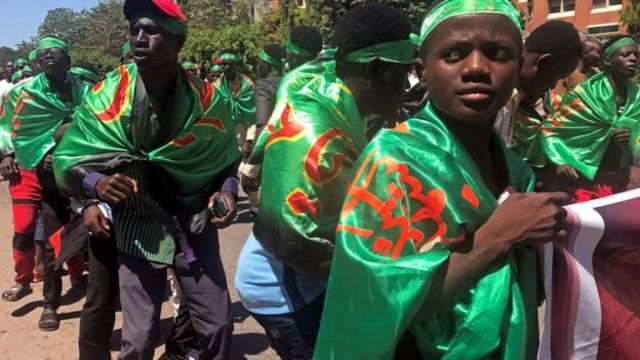 Shiites dey road dey protest against Nigeria goment