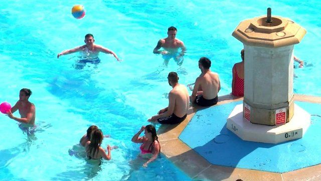 Pool scene in Plymouth