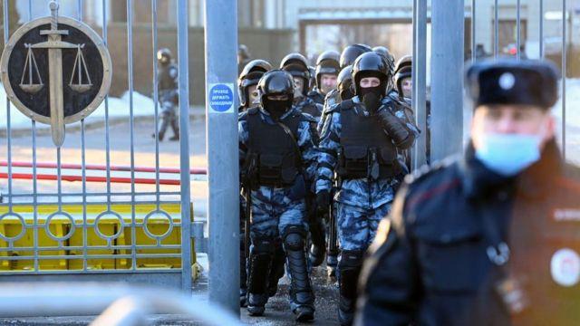 силовики у Мосгорсуда в день приговора Навальному