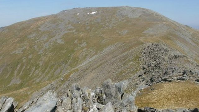 'Woefully' equipped student walkers rescued from Snowdonia