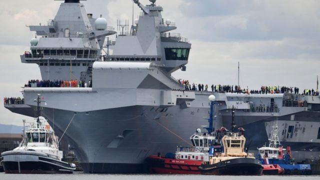 HMS Queen Elizabeth là một trong hai chiếc hàng không mẫu hạm mới của Anh, được sản xuất với tổng chi phí cho cả hai tàu là 6,2 tỷ bảng Anh