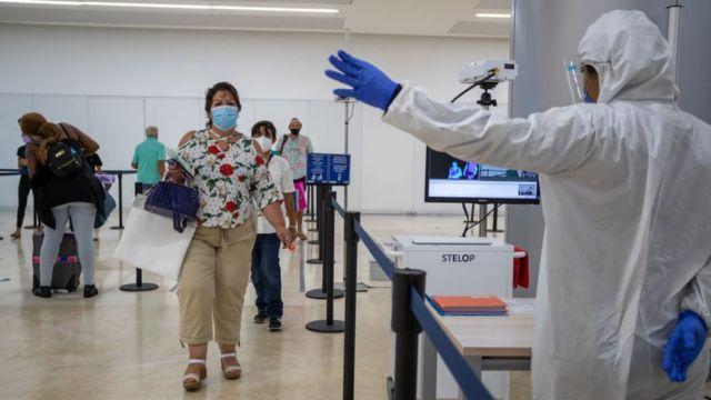 Medidas de seguridad en el aeropuerto de Cancún, México
