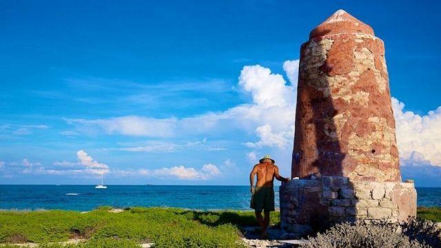 Тим Айнли на необитаемом острове Хогсти-Риф