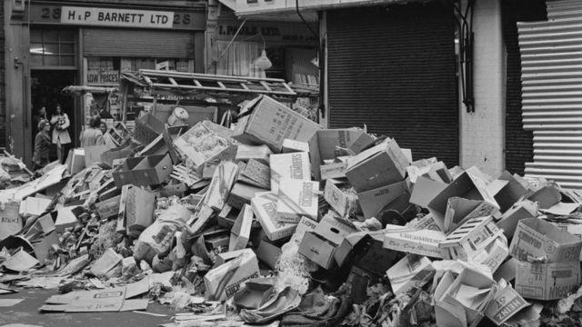 Pilas de basura en las calles de Londres en 1970.