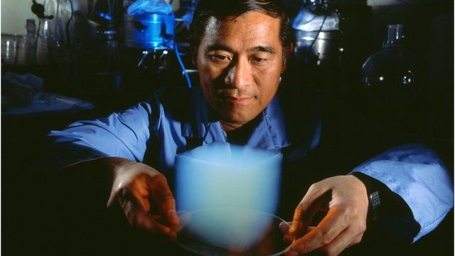 Peter Tsou with aerogel