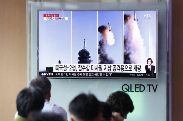 """朝中社说,朝鲜再次成功试射""""北极星-2""""新型地对地中远程战略弹道导弹。今年2月,朝鲜也在平安北道试射了""""北极星2""""型导弹。"""