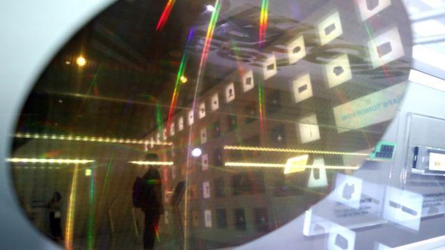 (캡션) 삼성전자 딜라이트에 전시된 반도체 웨이퍼