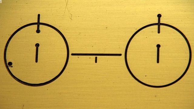 átomo de hidrógeno en sus dos estados de energía más bajos.