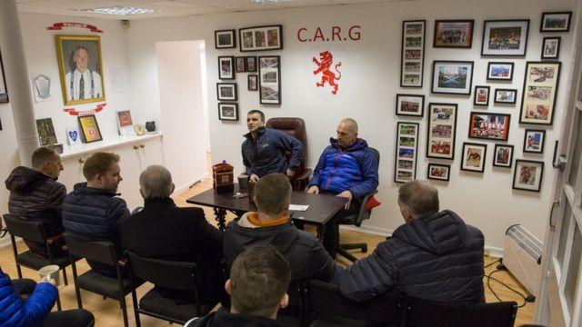 На групповых терапиях новые участники Calton Athletic рассказывают леденящие кровь истории