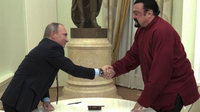 ستيفن سيغال وفلاديمير بوتين