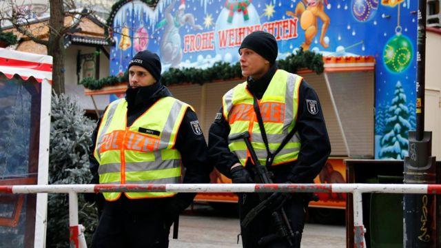 Церемония проходила в атмосфере повышенных мер безопасности