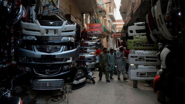 پاکستان، گاڑیاں