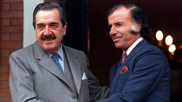 Raúl Alfonsín y Carlos Menem en Buenos Aires.